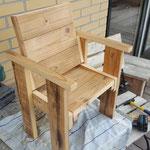 kinderstoeltje van gebruikt hout