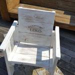kinderstoeltje van gebruikt hout gepersonaliseerd