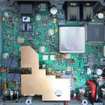 修理から戻ってきた直後。チップヒューズはどこだろうか。交換部品は廃棄されている。