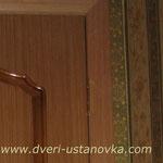 Фото 1.6. Установка одностворчатой межкомнатной двери в спальне (вид из комнаты). Крупный план.
