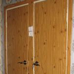 Фото 1.4. Сантехнические двери. Крупный план (так было).
