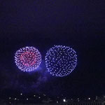 吉浜海岸の沖で6000発打ち上げられます。30分間という長さがちょうどいいですね。