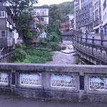 千歳川にはおもむきのある橋がいくつも掛かっています。
