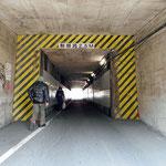 まずトンネルを抜けます。