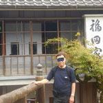 川端康成をはじめ、何人もの小説家が泊まった宿です。お湯は源泉掛け流し。展示室も面白いですよ!