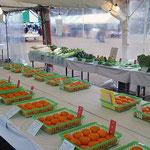 界隈の農家が集まり、農産市が開かれます。品評会の傍らで販売もしていて、ヘエ〜という出品もあります。