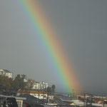 虹は七色きれいな夢よ 七色仮面の歌です。