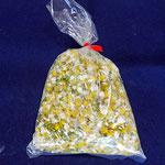 農協の直売所でカモミールの花を買いました。袋1つが100円です。お茶みたいにして飲んだら、甘くて美味しい!