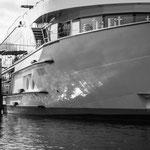 Fährschiff im Rheinhafen Karlsruhe