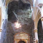 die Felswand, wo angeblich die Umrisse der Jungfrau Maria zu sehen sind