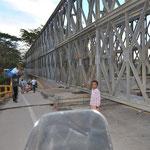rechts die Behelfsbrücke