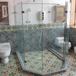 incl. der tollen Dusche mit zwei Toiletten direkt daneben,  delikat