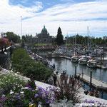 Hafen mit Parlament