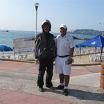 Der freundliche Touristpolizist am Strand von Acapulco