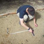 Apprendre à relever des mesures sur empreintes, l'un des points clés de la formation en pistage dans notre école. (PHOTO 2015 (c) John C)