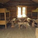 Intérieur d'une isba servant de refuge dans la taïga. (PHOTO 2010 (c) John C).