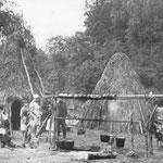 Camp estival traditionnel bashkir avec ses tchoums en herbes (foin). (PHOTO fin 19e)