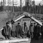 Isba cosaque semi enterrée en Sibérie. (PHOTO fin 19e)