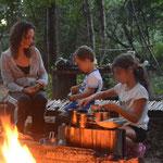 Et lorsque nous ne sommes pas sur la ferme, la petite famille est en pleine nature sauvage à l'image des Anciens de la famille de John C. Ici, la petite famille préparant le repas sur notre camp familial. (PHOTO JUILLET 2018(c) John C)