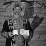 """Médaille """"au service de la nation"""" par le Grand Kurultaï bashkir (l'assemblée) décernée en 2021 à Jonathan Czödör """"Ichmoukametoff"""" pour la préservation des savoirs anciens du peuple bashkir et de la mémoire de la lignée familiale. Un gage de sérieux!"""