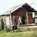Isba traditionnelle bashkir, photographie recolorisée (PHOTO 1898 de Paul Labbé)