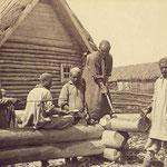 Semi-nomades, les bashkirs fabriquaient des isbas pour y vivre durant le rude hiver, tandis qu'ils passaient l'été le plus souvent dans des yourte (PHOTO 19e de Krukowsky)