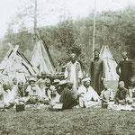 Camp estival traditionnel bashkir avec ses tchoum d'écorces. (PHOTO fin 19e)