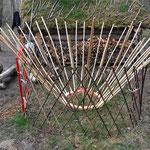 Du treillis, à la porte en passant par les baguettes et le cercle de toit, vous maitriserez les techniques du travail du bois pour vous fabriquer une yourte vous-même