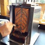 Flammlachs im BBQ Burner Deluxe (Oberhitzegrill umgebaut zum Vertikal-Spieß-Grill)