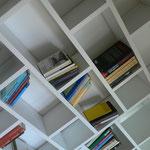 Bibliothek lackiert