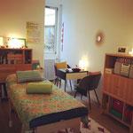 Le cabinet : un lieu lumineux, chaleureux et calme.