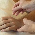 L'acupuncture est le traitement le mieux connu de la ETC en occident. C'est l'une des nombreuses techniques d'une science millénaire.