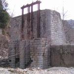 Les ruines d'un barrage...