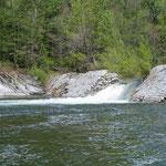 Quand le barrage de Pied de Borne envoie de l'eau ...
