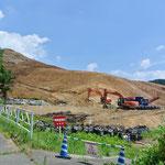 除染用客土のために山を切り崩している様子