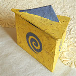 Dose aus Pappe/Papier, ca. 10 cm, 15 €