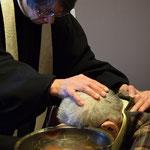 洗礼を授けるしばらくの時間だけ、文彦さん、ベッドの上で起き上がりました。この日のメッセージは「新しく生きるということ」でした。使徒言行録9章他が朗読されました。