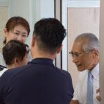 このあと、小児科医でもある正さん93歳がKちゃんを抱きかかえようとしますが、重いからあぶないと辞退。幸せな一コマ。