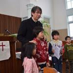 礼拝報告時に、子どもたちの紹介が始まります。それぞれおうちに帰ってから、また、行きたい、と思ってくれたら嬉しいです。たぶん大丈夫。