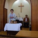 こどもの礼拝で説教されるのは英子さんです。幼稚園の先生かなと思ったら、全く違うそうです。わかりやすい心に残るお話でした。