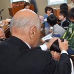 寿先生の息子さんが隣でカメラマン、というのもいい構図です。