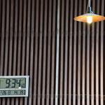 礼拝開始時間が寸分たがわず始められるデジタル時計です。スマートな印象が残っていいなぁと思った次第です。