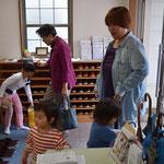 教会から徒歩1分のお母さんが三人のお子さんを連れて来てくれました。こどもたち、あそぶぞーの雰囲気があふれてます(笑)