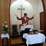 礼拝の祝祷もバッチリ撮影されていました。湖山教会の方の撮影です。