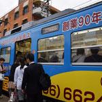 天王寺駅前往きの列車に乗り込みます。どこまで行ってもこの路線210円だそうです。市バスの料金も定額料金制と聞きました。200円だったかな。安い!