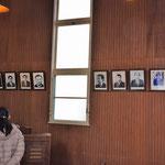 右側にまだ最近まで牧会された先生方の写真がありますが、こんな感じで礼拝堂に歴代教職の写真があります。