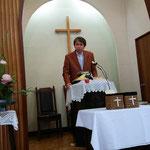 説教が始まったばかりかな。湖山教会の方の撮影です。