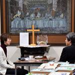 1月28日(土)の18時~19時半頃まで、旭東教会の集会室にある素敵なステンドグラスの前にご案内してインタビューを受けました。どんな形にまとめられるのでしょう。