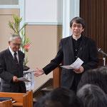 礼拝報告時にあらためて関田寛雄先生をご紹介。このあと、寅さんのお話を5分ほどして下さいました。岡山・旭東教会でのこと。2015年11月22日(日)のお昼前頃です。