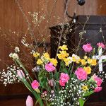 こころ優しいご婦人の献花だとあとでわかりました。帰り際、手際よく包んでくださり美樹さんの誕生日のお花を頂きました。